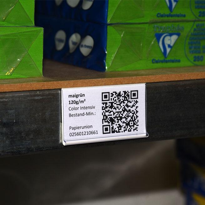 magnetische Etikettenhalter an Metallregal