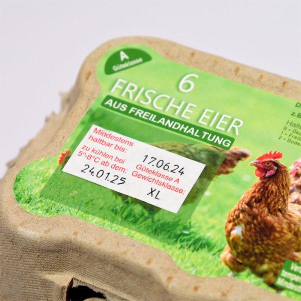 Ein aufgeklebtes mit dem Eieretikettenstempel gespendetes Etikett